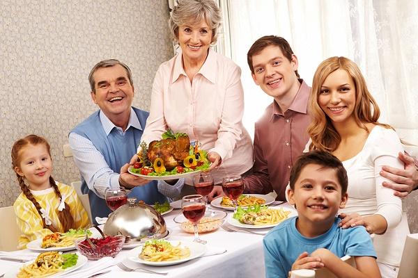 семейный ужин для мамы