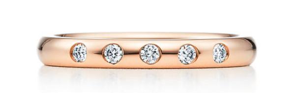 модель из розового золота и бриллиантов