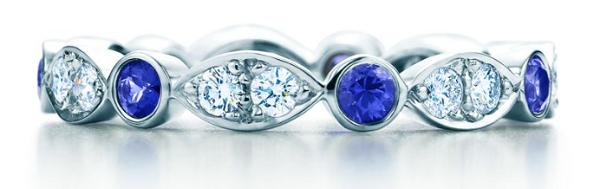платиновое кольцо с синими сапфирами