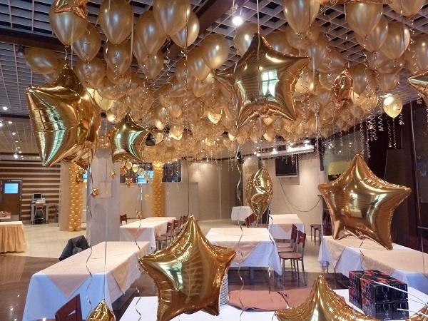 украшаем зал на свадьбу фольгированными шарами